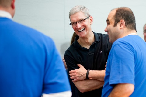 CEO Tim Cook Visits Palo Alto Apple Store