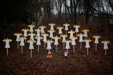 2012_tributes_newtown